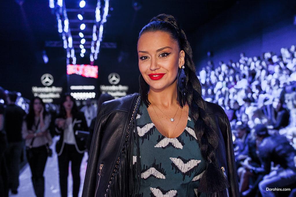 Элина Джанибекян_Mercedes-Benz Fashion Week Russia_гости 3 день_Яся Миночкина, гости показа Миночкина_показ