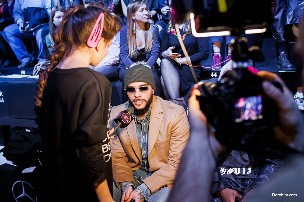 Тимоти_на показе_Mercedes-Benz Fashion Week Russia_Гости 3 день_KETIone_BEssARION_23.10_MBFWRussia фото (16)