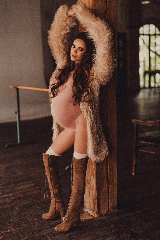 айза долматова беременная