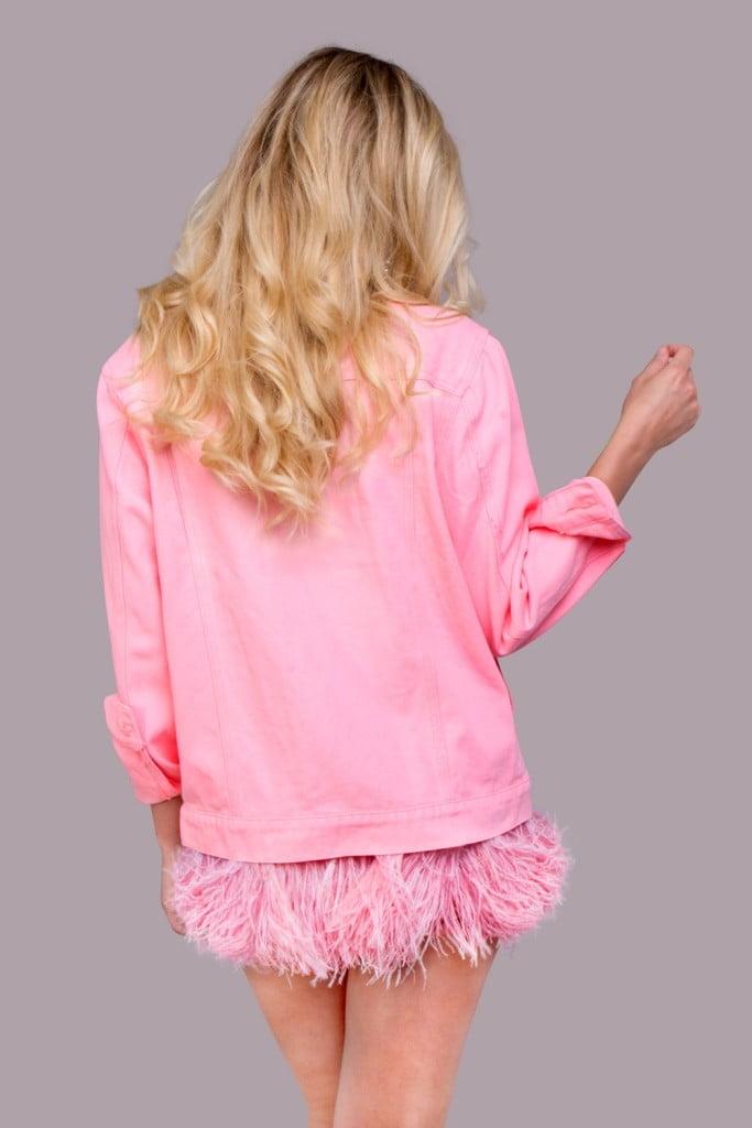 джинсовая куртка с розовыми перьями (2)