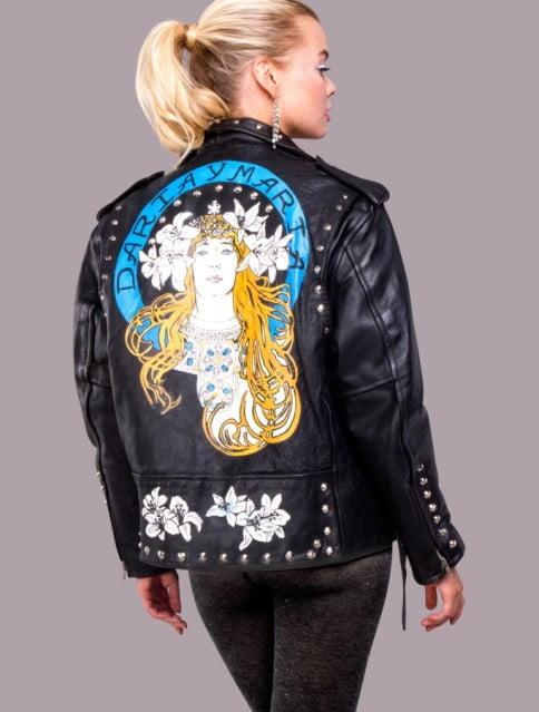 джинсовые куртки с перьями, daria y maria купить, джинсовая куртка с розовыми перьями, купить куртку с рисунком, куртка рисунок,