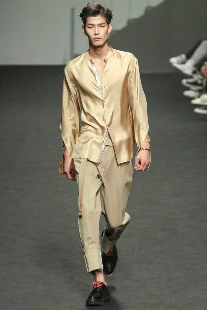 1ca8c4b2036 ... Beyond Closet мужики в корее мода в корее показ сеул ...
