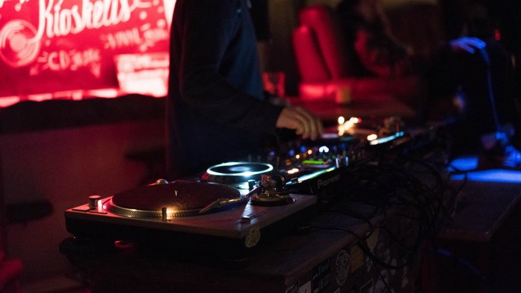 Фото девушек в клубе в москве ночной клуб где много девушек москва