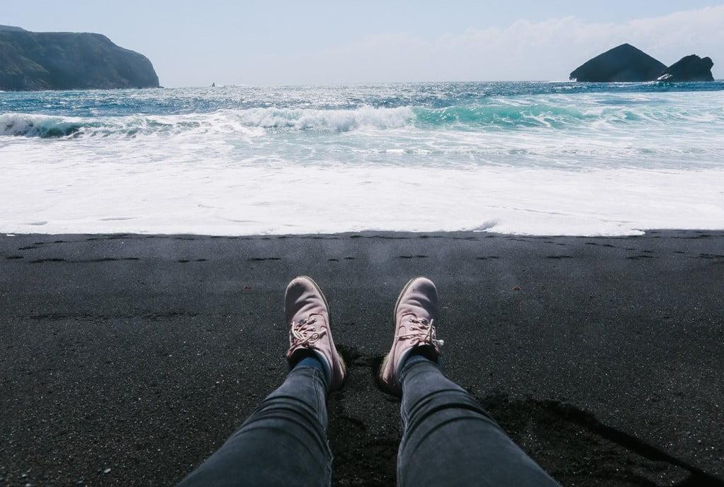 Чёрный пляж португалии