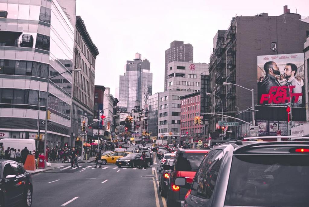 Машины в большом городе_Минусы жизни в большом городе
